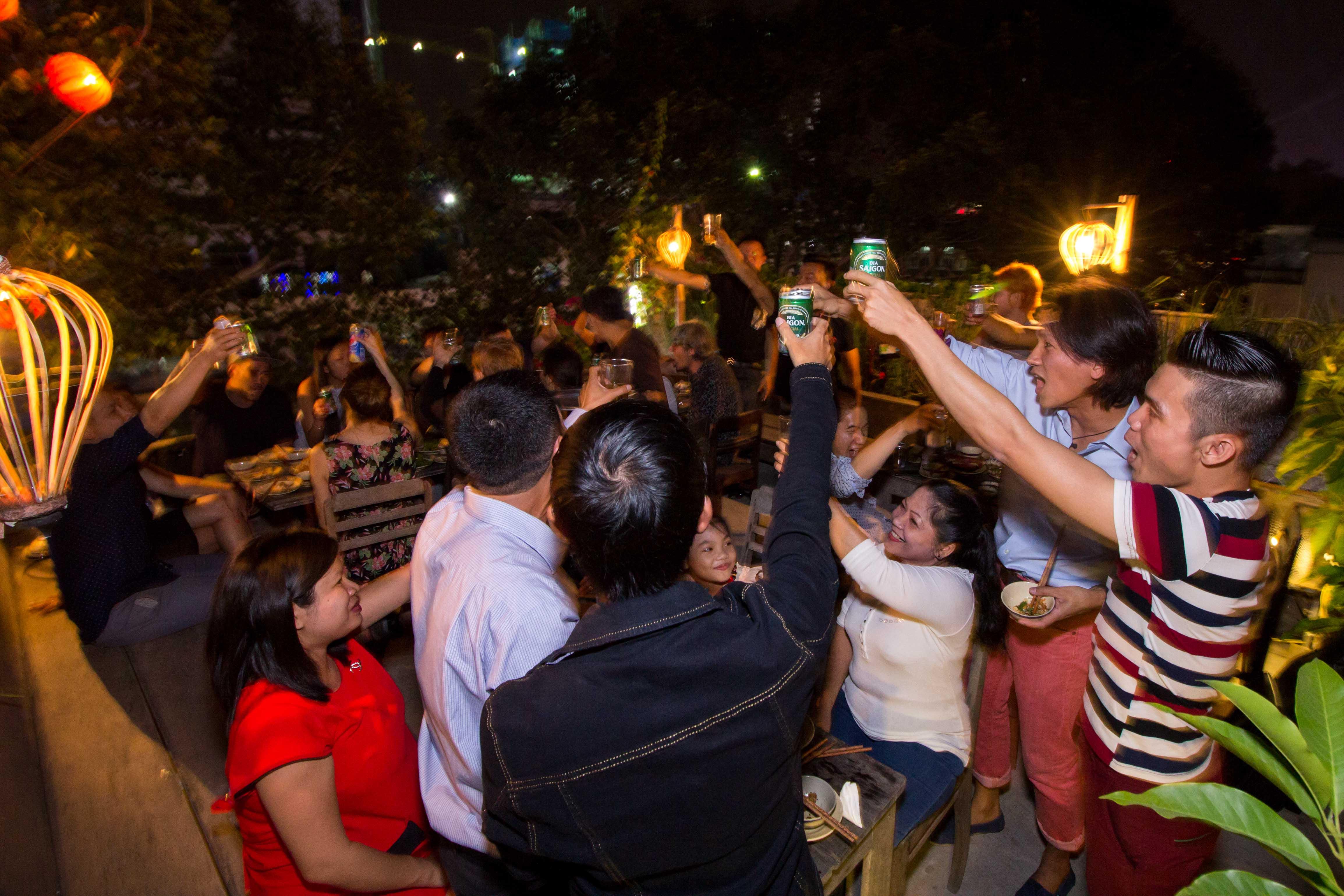 saigon drinking culture street food