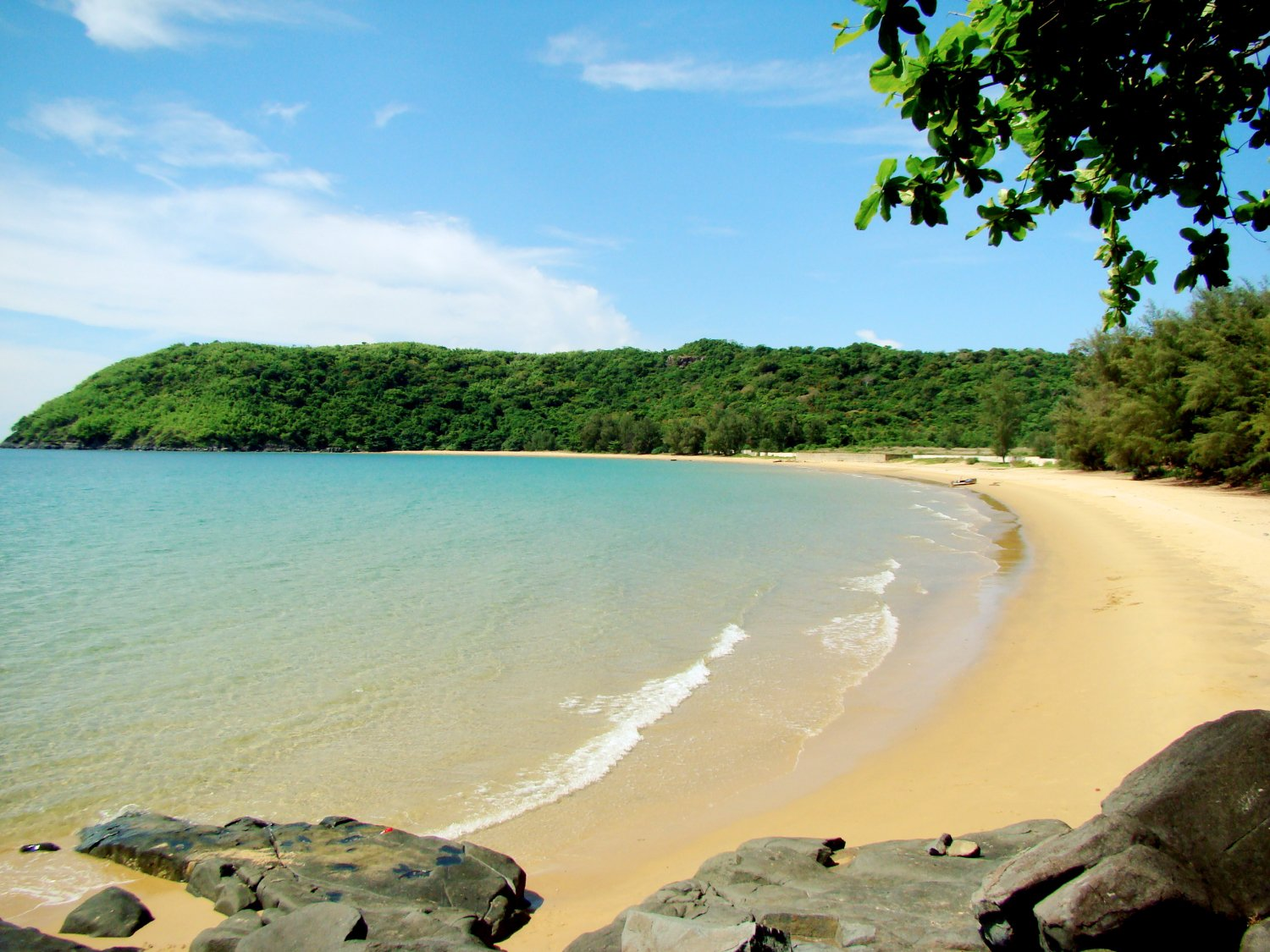 Duc me con so long beach - Con Dao Itself Is Amazing With A Lot Of Activities But If You Are Looking For A Place To Settle Down Dam Trau Should Be Ideal