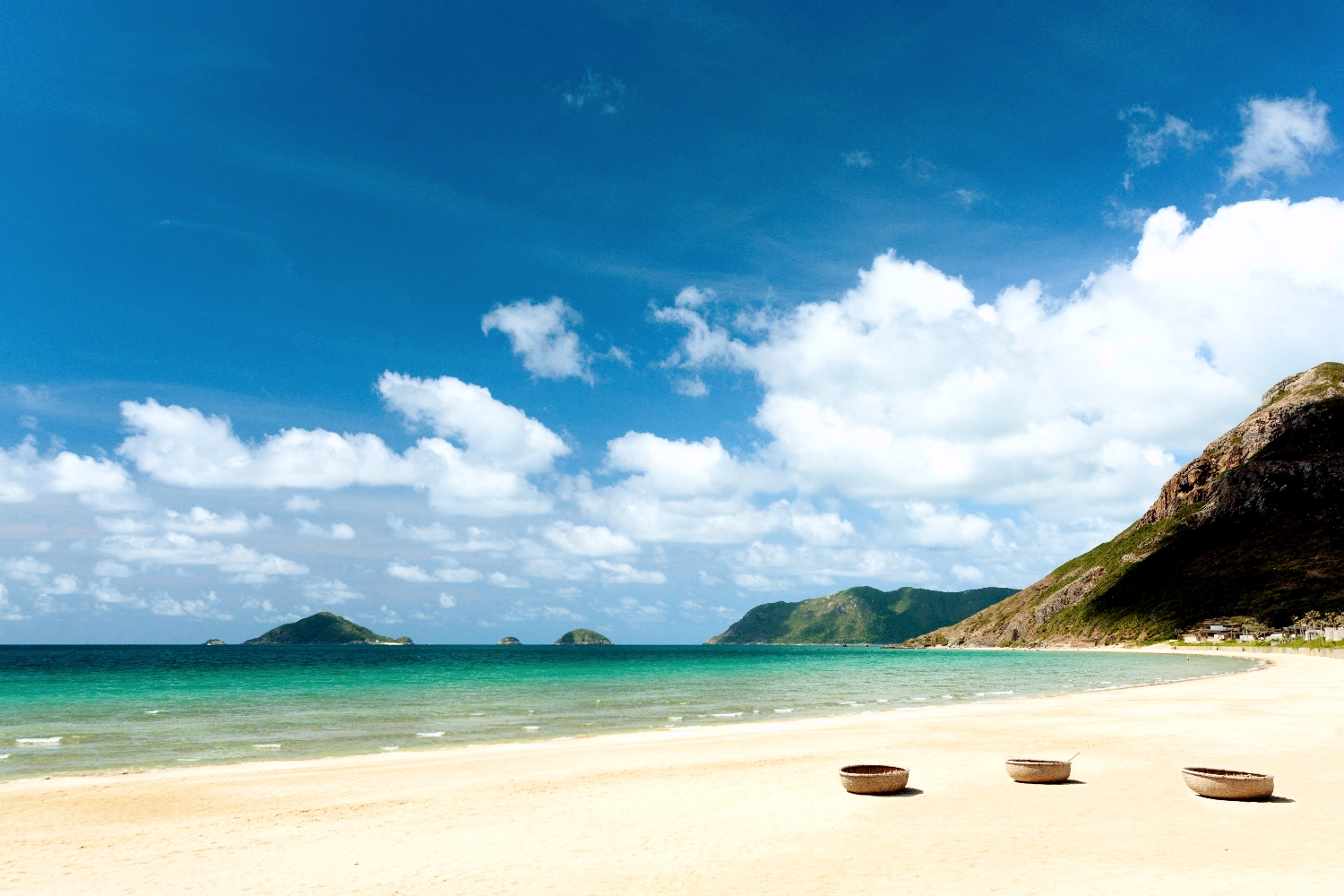 Duc me con so long beach - Known As One Of The Most Attractive Beaches Of Con Dao Bai Dat Doc Also Brings Tourists To An Unspoiled Natural Scenery Covered With Bushy Woodland And